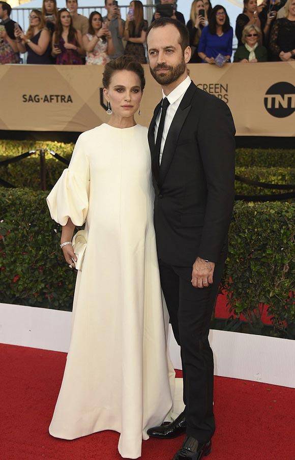Pregnant-Natalie Portman-feb-2017-03