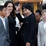 アンジェリーナ・ジョリー、笑顔で6人の子どもたちと新作プレミアに登場!