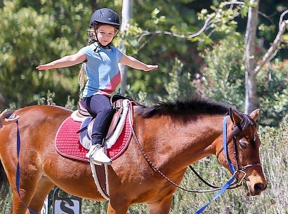 Harper-beckham-horse-riding-april-2017-02