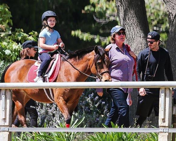Harper-beckham-horse-riding-april-2017-07