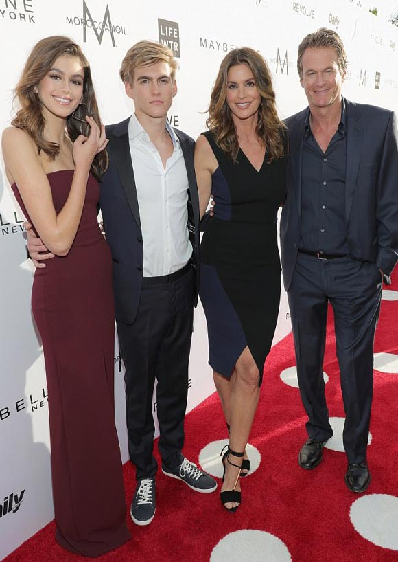 cindy-crawford-family-april-2-2017-01