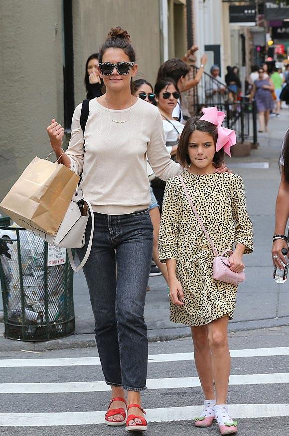 » 頭にピンクのデカリボン!スリちゃん、母とショッピングにお出かけ #現在 | 海外セレブ&セレブキッズの最新画像 ...