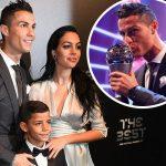 FIFA最優秀選手に!クリスティアーノ・ロナウド、妊娠中の彼女&息子と出席