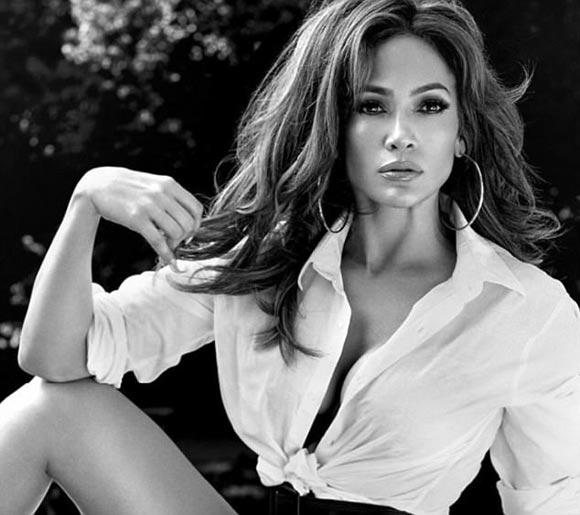 Jennifer-Lopez-guess-2017-01