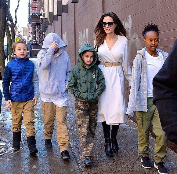 Angelina-Jolie-children-Star-Wars-dec-2017-01