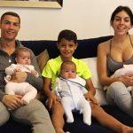 クリスティアーノ・ロナウド&ジョージナ・ロドリゲス、幸せそうな家族写真を公開!