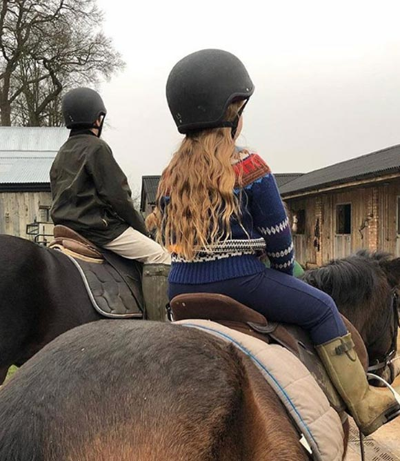 harper-beckham-horse