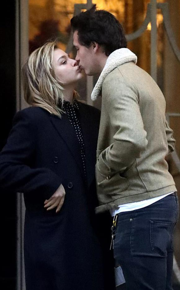 Chloe-Moretz-packs-PDA-Brooklyn-Beckham-jan-2018-01