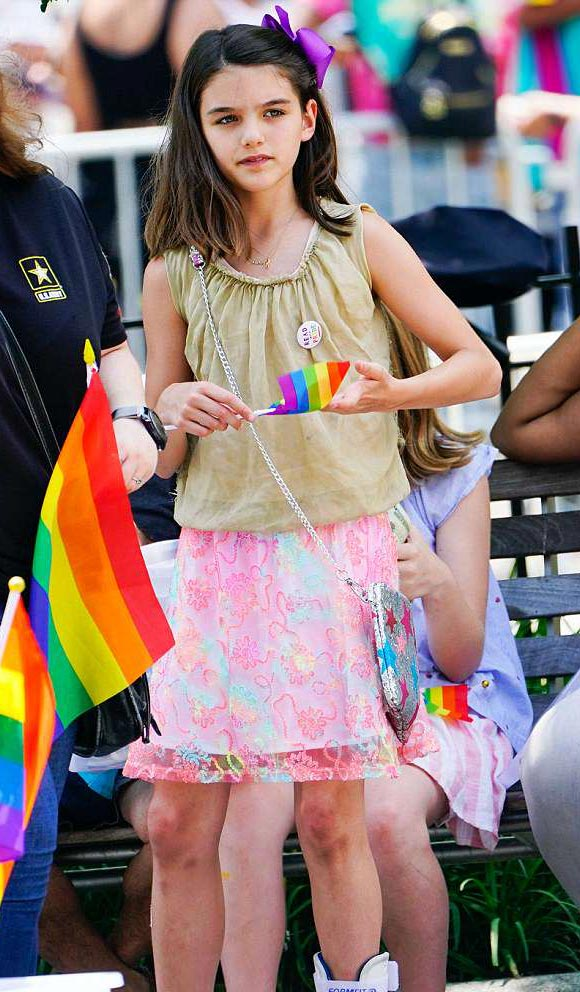 suri-cruise-gay-pride-parade-2018-01