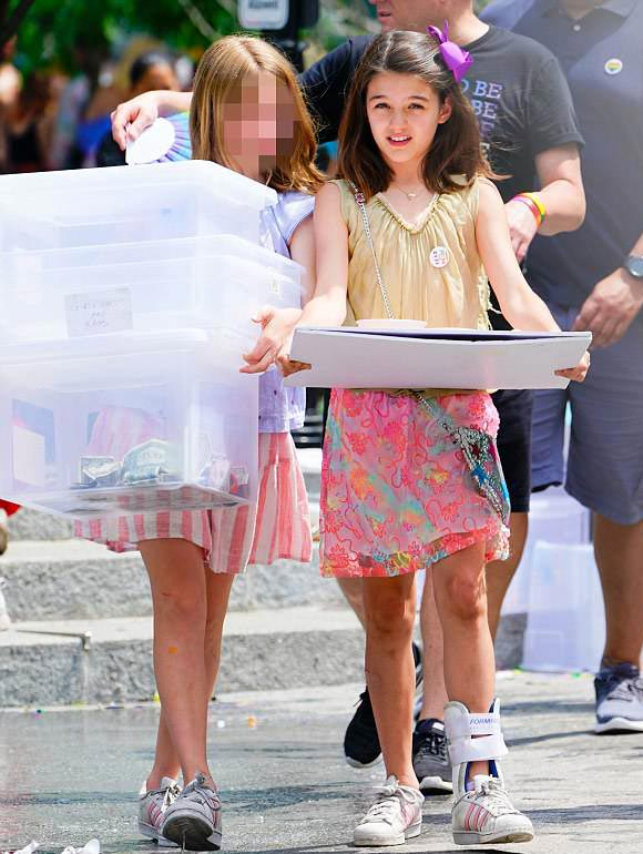 suri-cruise-gay-pride-parade-2018-04