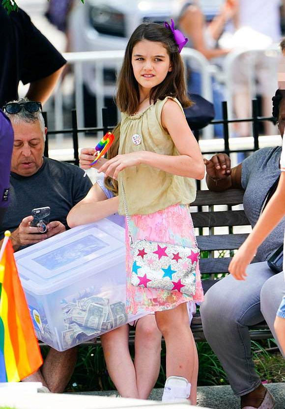 suri-cruise-gay-pride-parade-2018-05
