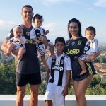 クリスティアーノ・ロナウド、恋人&子供4人との家族写真を公開!