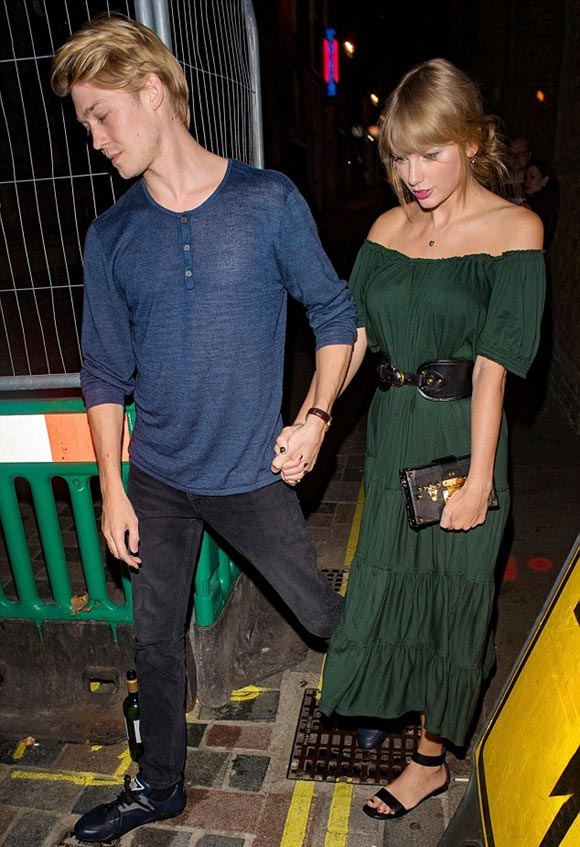 Taylor-Swift-Joe-Alwyn-aug-2018-03