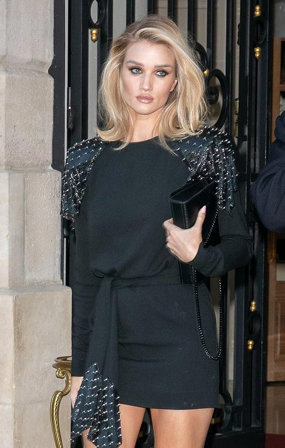 Rosie-Huntington-Whiteley-PFW-sep-2018-02