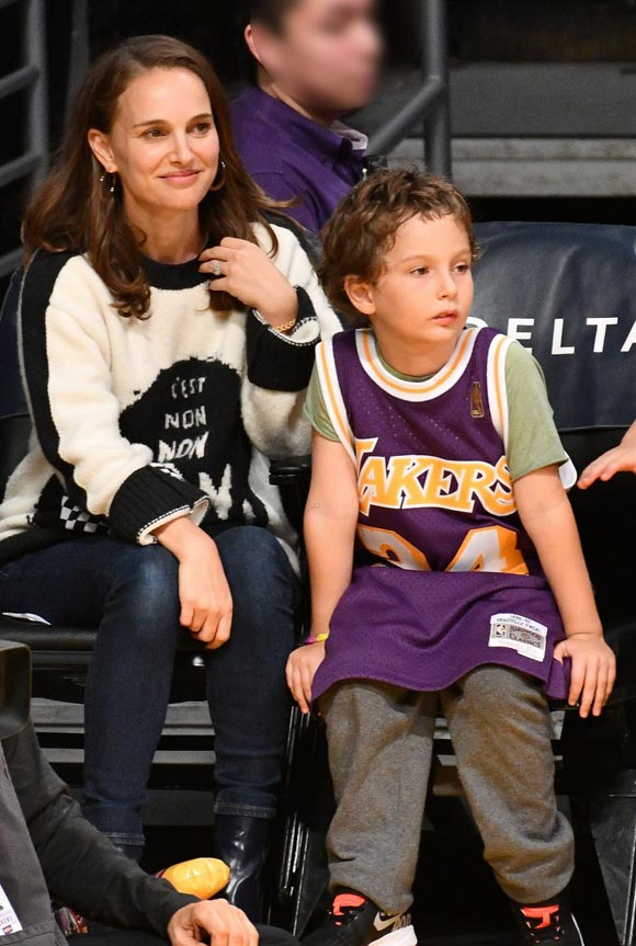 natalie-portman-aleph-lakers-game-oct-2018-01