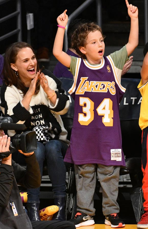 natalie-portman-aleph-lakers-game-oct-2018-02