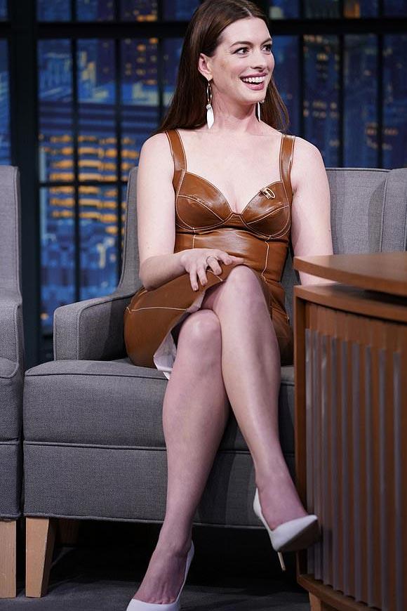 Anne-Hathaway-fashion-jan-2019-06