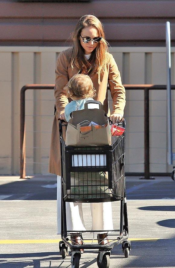 Natalie-Portman-daughter-Amalia-jan-2019-01
