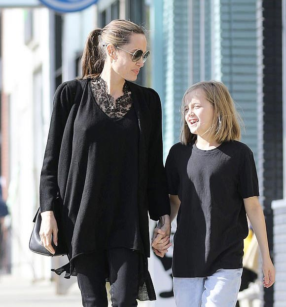 Angelina-Jolie-Vivienne-feb-17-2019-04