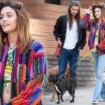 マイケル・ジャクソンの娘パリス、恋人ガブリエル・グレンと笑顔で犬の散歩に出かけ