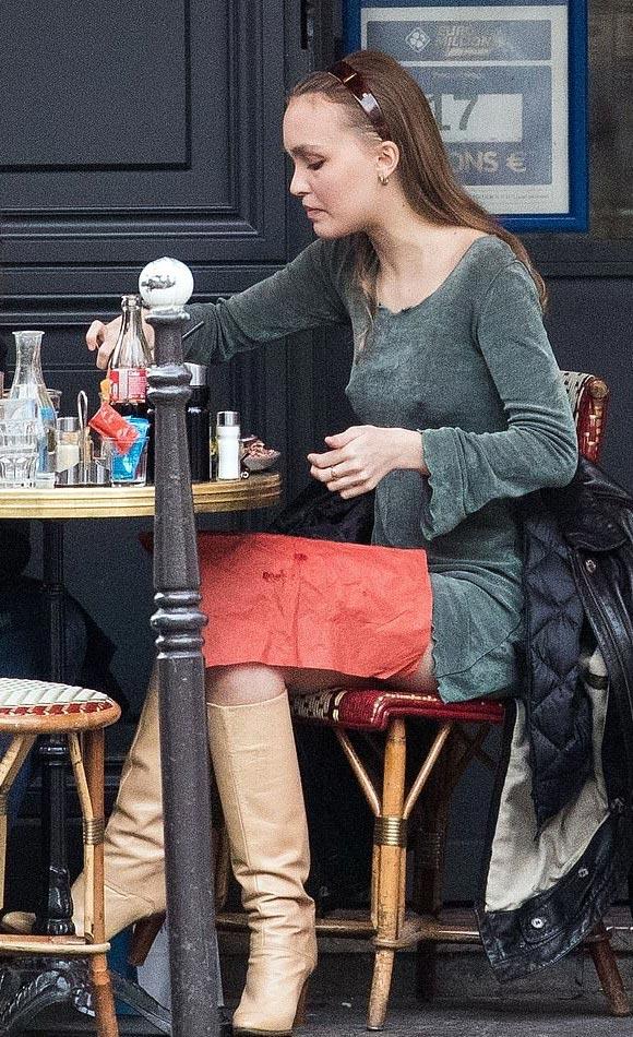 Lily-Rose-Depp-fashion-mar-25-2019-01