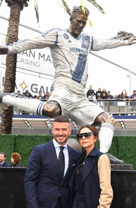 david-victoria-beckham-unveiling-statue-mar-2019-01