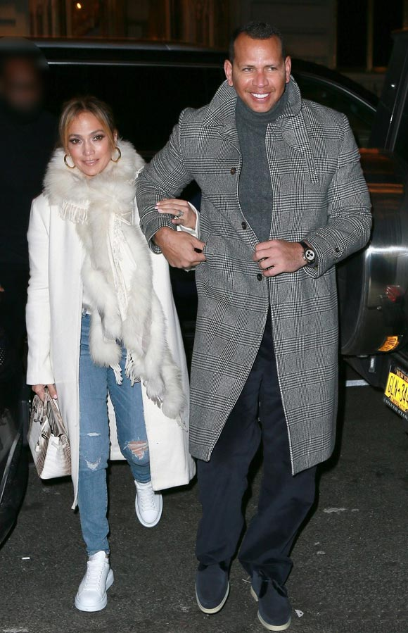 jennifer-lopez-engagement-ring-alex-rodriguez-mar-17-2019-02