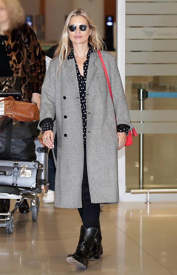 kate-moss-korea-mar-2019-03