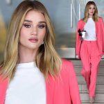 ロージー・ハンティントン=ホワイトリー、「ピンクのパンツスーツ」かっこよさと美しさにうっとり!