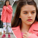 トム・クルーズの娘スリちゃん、春らしさ全開のピンクコーデ&メイク