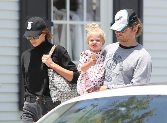 Bradley-Cooper-Irina-Shayk-daughter-Lea-may-2019-02