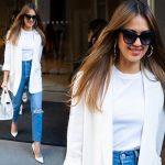 ジェシカ・アルバ、「白ジャケット×ジーンズ」爽やかカジュアルコーデ #私服