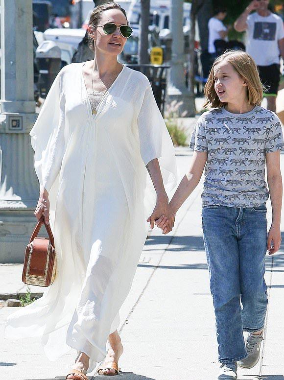 Angelina-Jolie-Vivienne-june-2019-04
