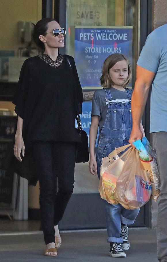 Angelina-Jolie-Vivienne-june-2019