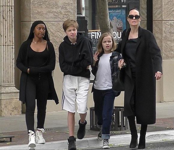 Angelina-Jolie-children-june-2019-01
