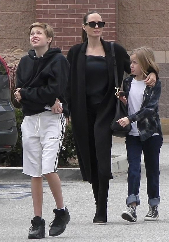 Angelina-Jolie-children-june-2019-02