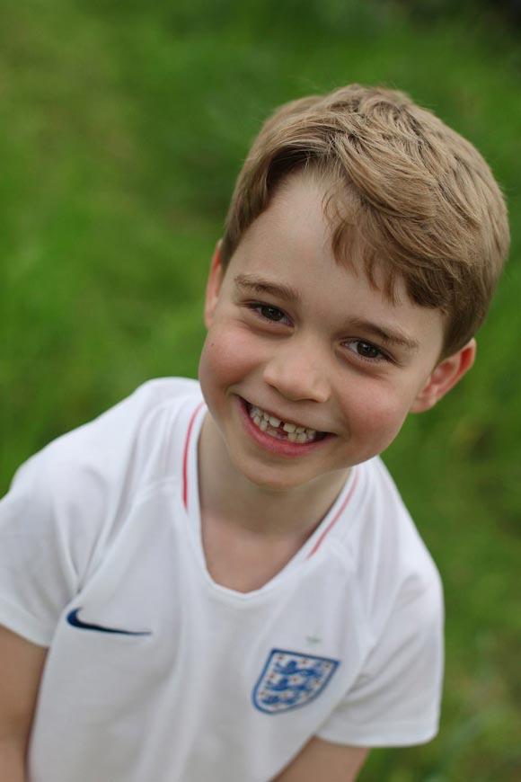 Prince-George-england-football-shirt-sixth-birthday-july-22-2019-02