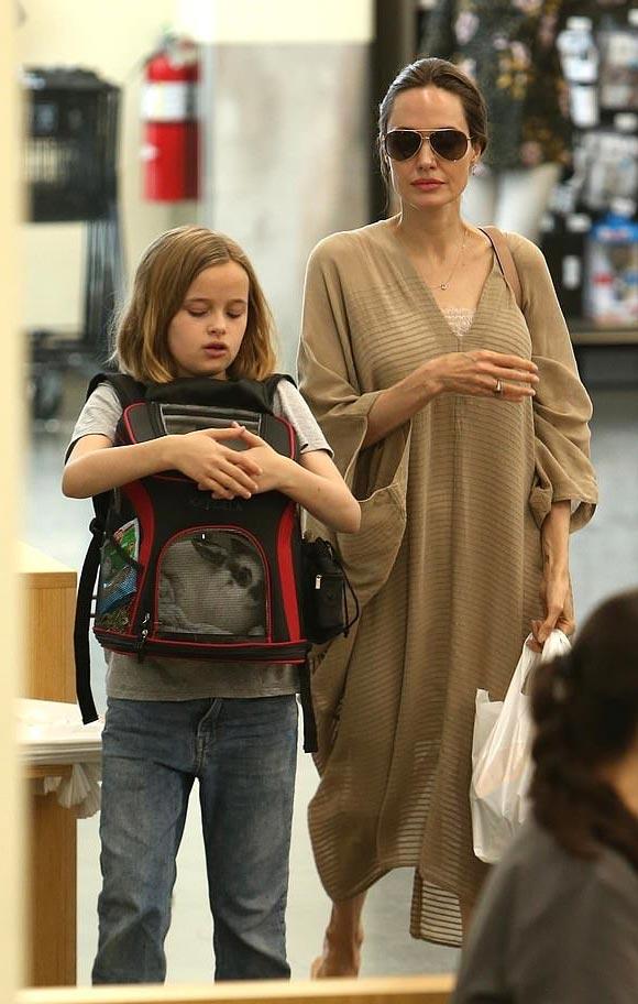 Angelina-Jolie-Vivienne-aug-2019-04