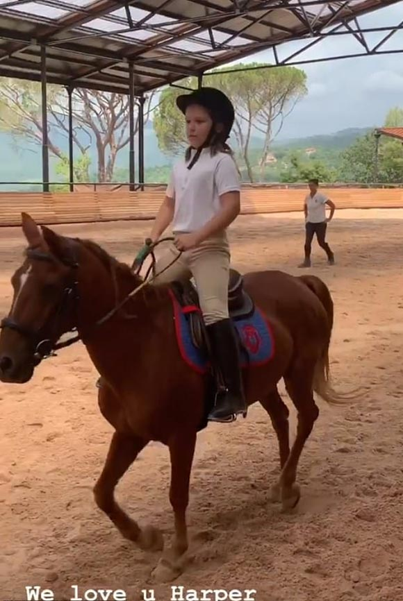 harper-beckham-horse-riding-aug-2019