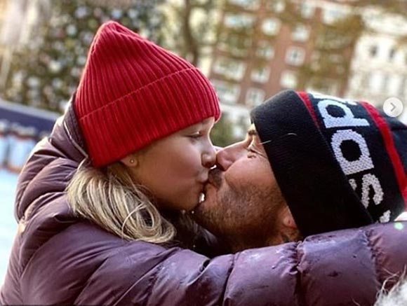 david-harper-Beckham-kiss-dec-2019