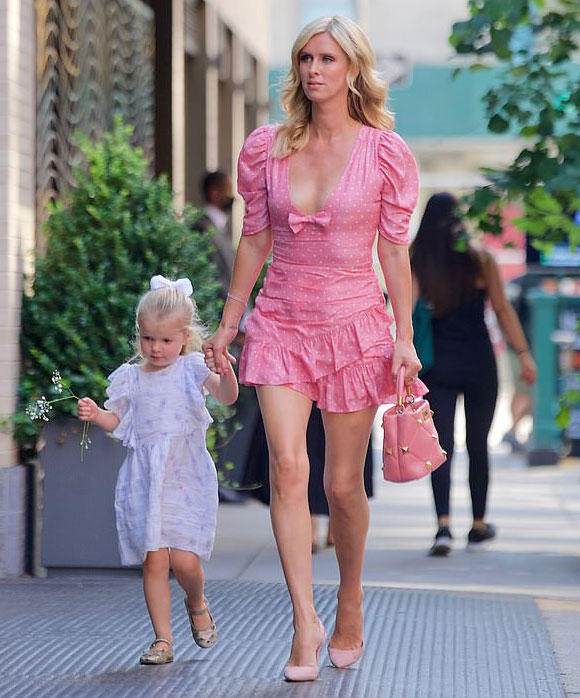 Nicky-Hilton-daughter-sep-2021-02